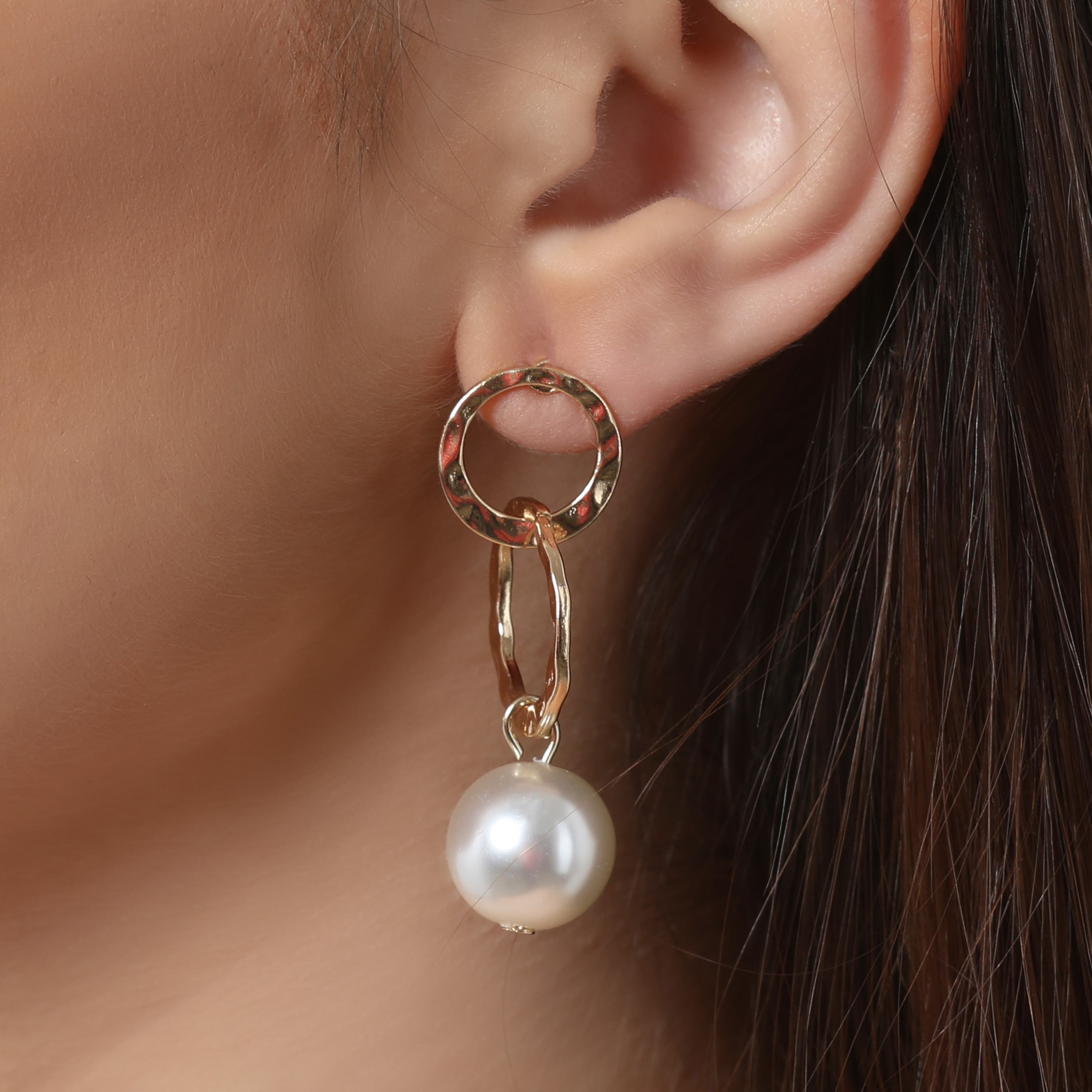 Pearl Detail Circle Drop Earrings In Gold
