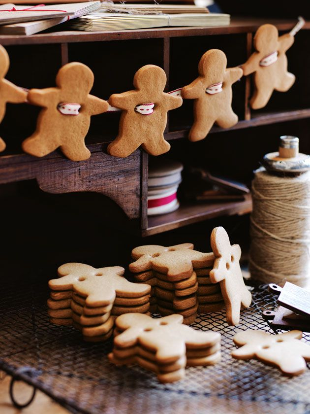 eating gingerbread men with EGO